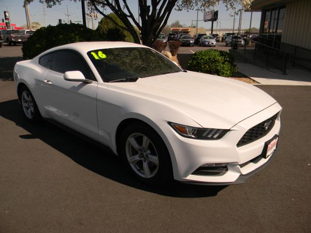 Pre-Owned 2016 Ford Mustang 2dr Fastback V6