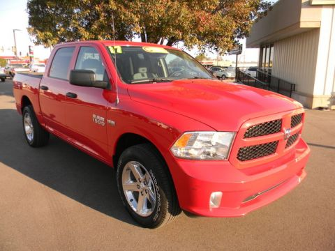 Certified Pre-Owned 2017 Ram 1500 Express 4x4 Crew Cab 5'7 Box