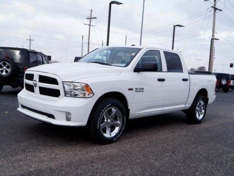 New 2018 RAM 1500 Express 4x4 Crew Cab 5'7 Box